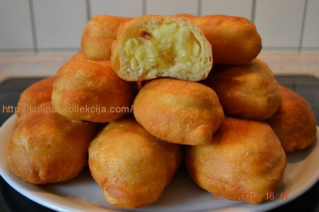 http://kulinar.kollekcija.com/wp-content/uploads/2012/11/pirozhki-s-kartoshkoy.jpg