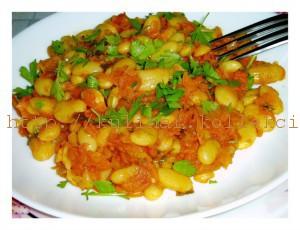 фасоль с овощами и чесноком
