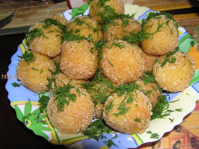 Картофельные шарики в сухарях