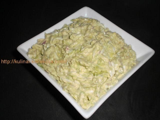 Салат из авокадо с яйцом