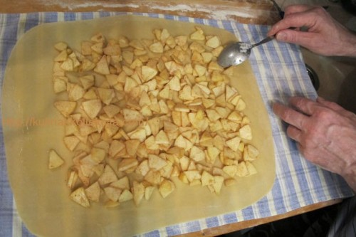 Приготовление яблочного штруделя