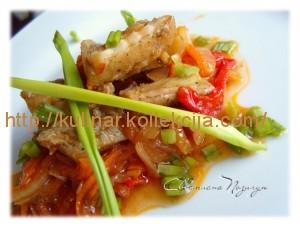 Рыба в томате с овощами