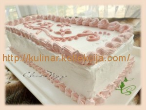 Клубничный бисквитный торт