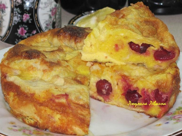 Пирог из лаваша с творогом и вишней