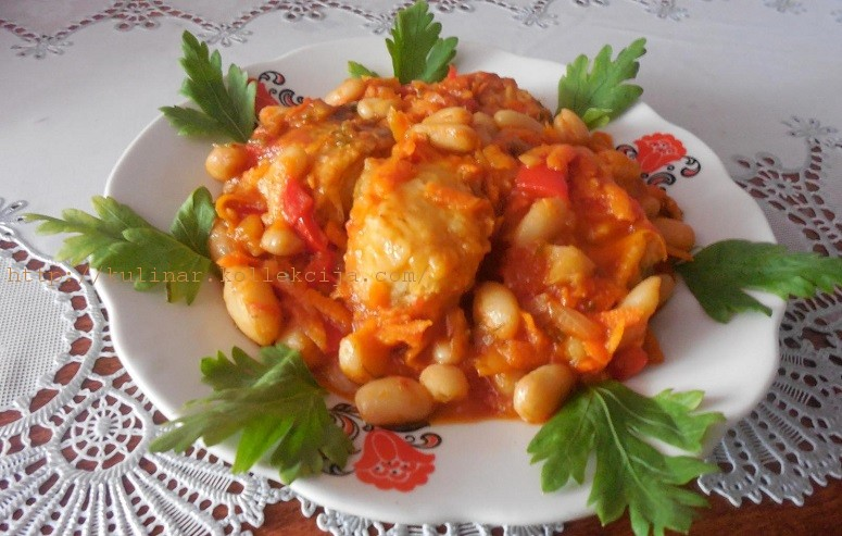 Рыба в томате с фасолью