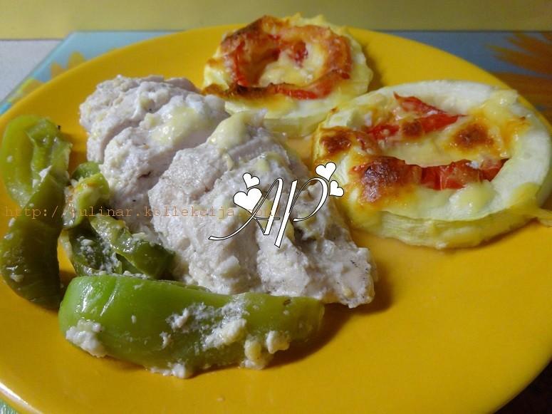 Куриная грудка в йогурте с овощами